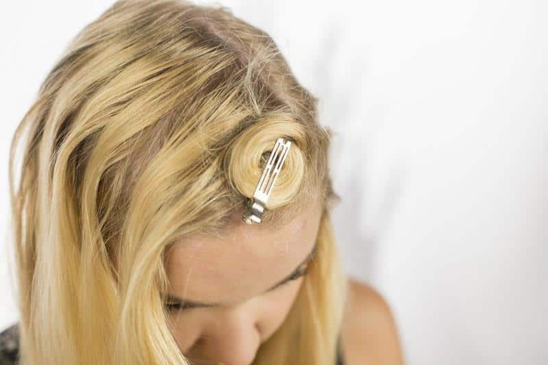 Gunakan Jepit dan Karet Rambut
