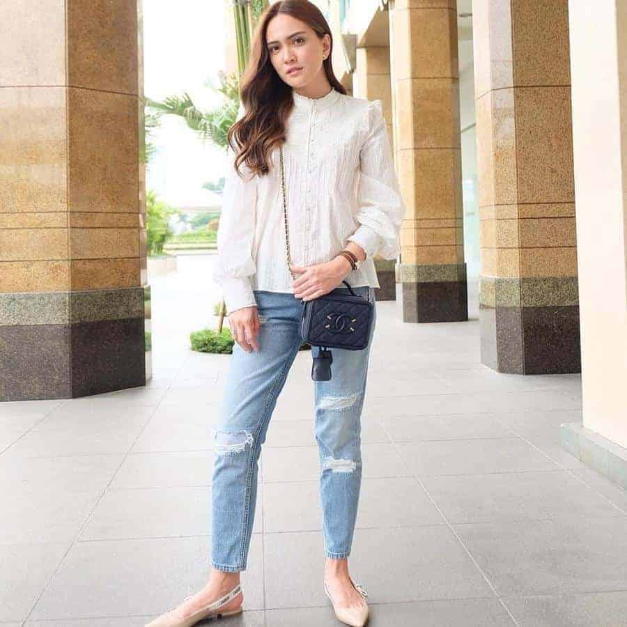 Ripped Jeans dan Baby Doll Blouse