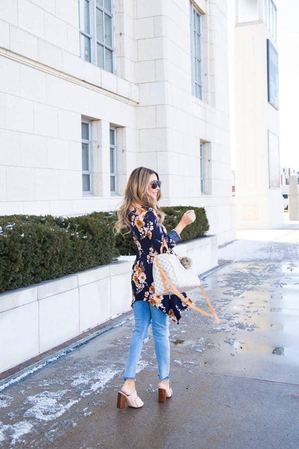 Ripped Jeans dan Floral Tunik