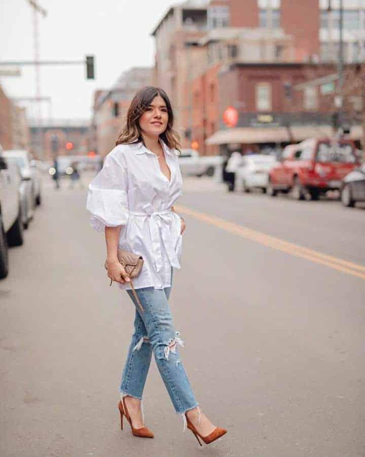 Ripped Jeans dan Tunik Panjang Berkerah