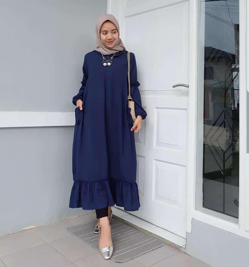 10 Inspirasi Warna Jilbab yang Cocok untuk Baju Warna Biru 5