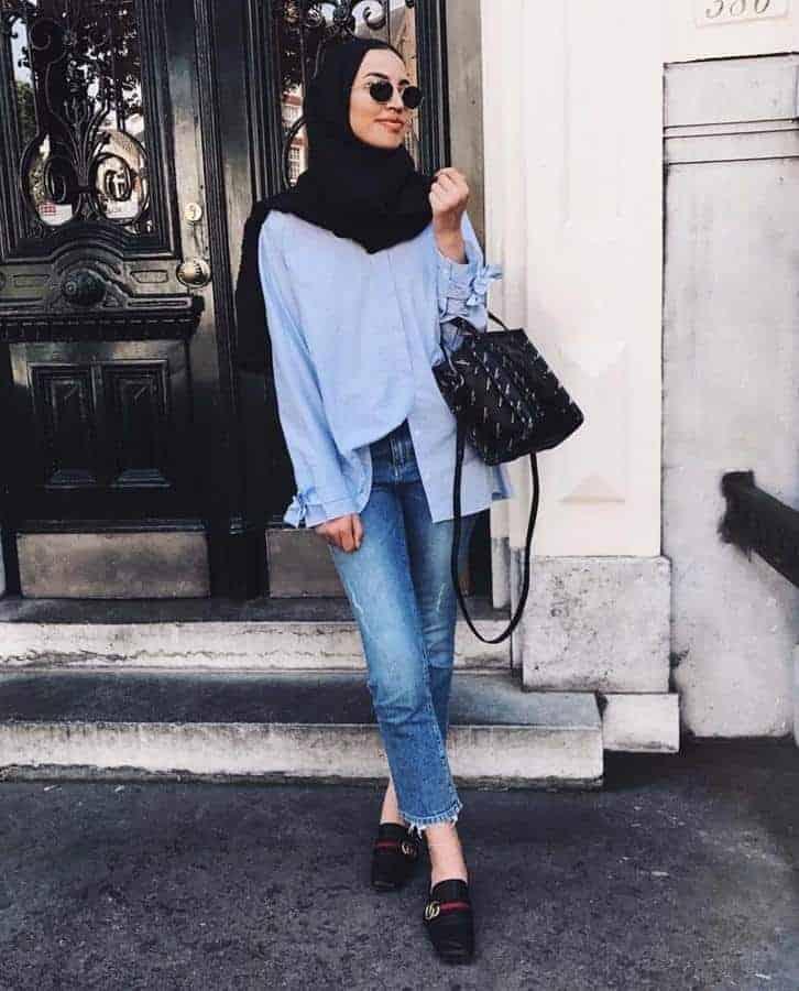 10 Inspirasi Warna Jilbab yang Cocok untuk Baju Warna Biru 7