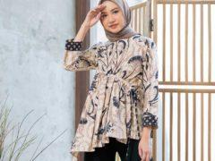 Model Baju Batik Terbaru untuk Remaja_Blouse Asimetris Aksen Serut