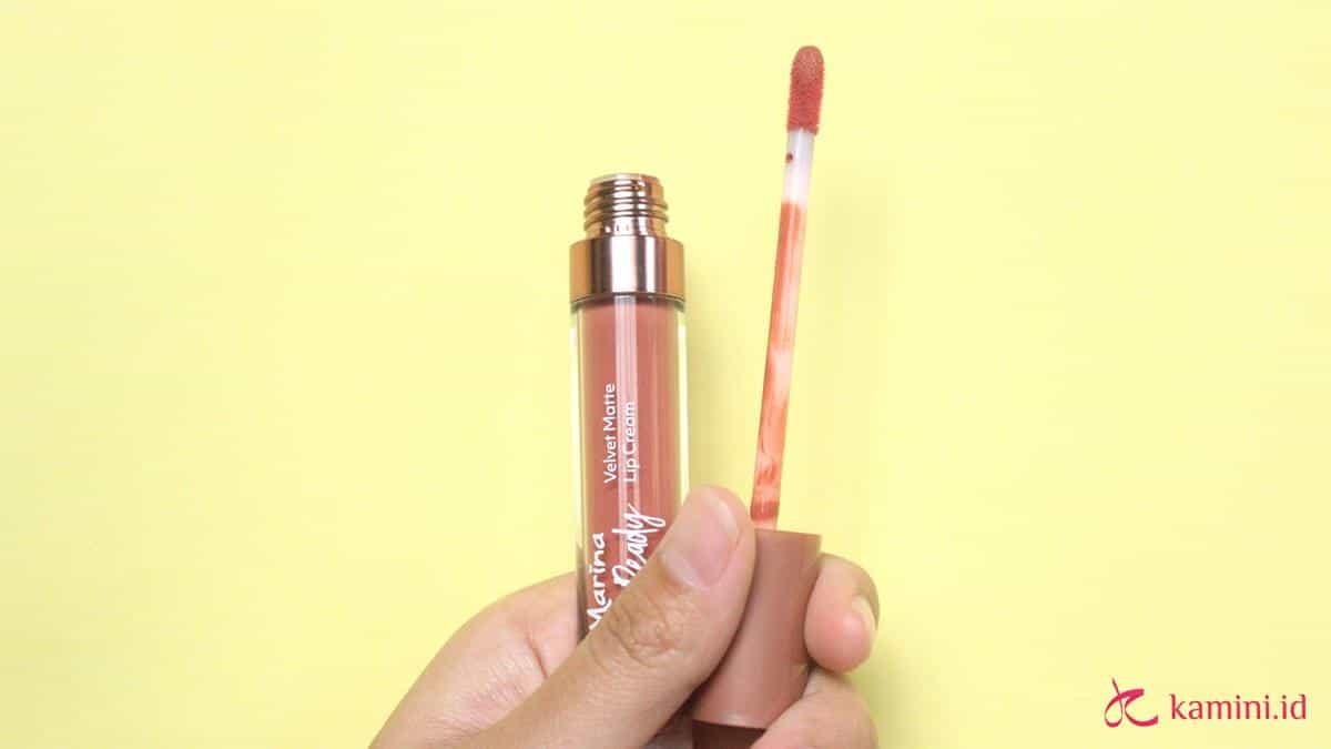 Review Marina Glow Ready Lip Cream Kemasan