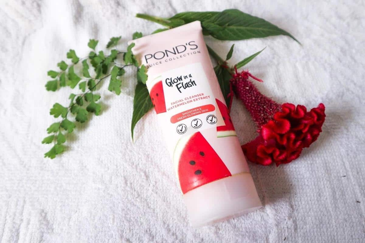 Review Pond's Glow in A Flash Watermelon Facial Cleanser