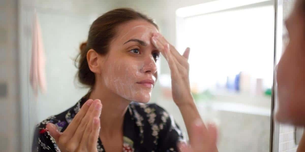 cara menggunakan viva milk cleanser dan face tonic_Gunakan Milk Cleanser Pada Area Penting