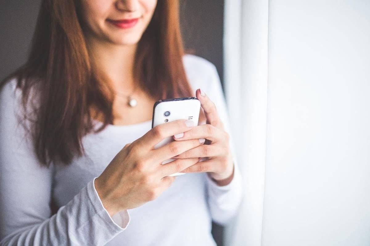 cara menghibur pacar yang lagi sedih lewat chat_Memberikan pertanyaan terbuka