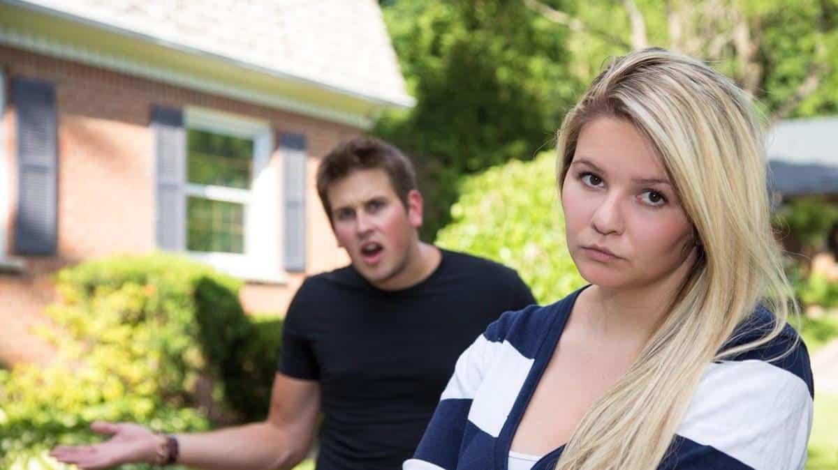 ciri-ciri toxic relationship_Dia merendahkanmu