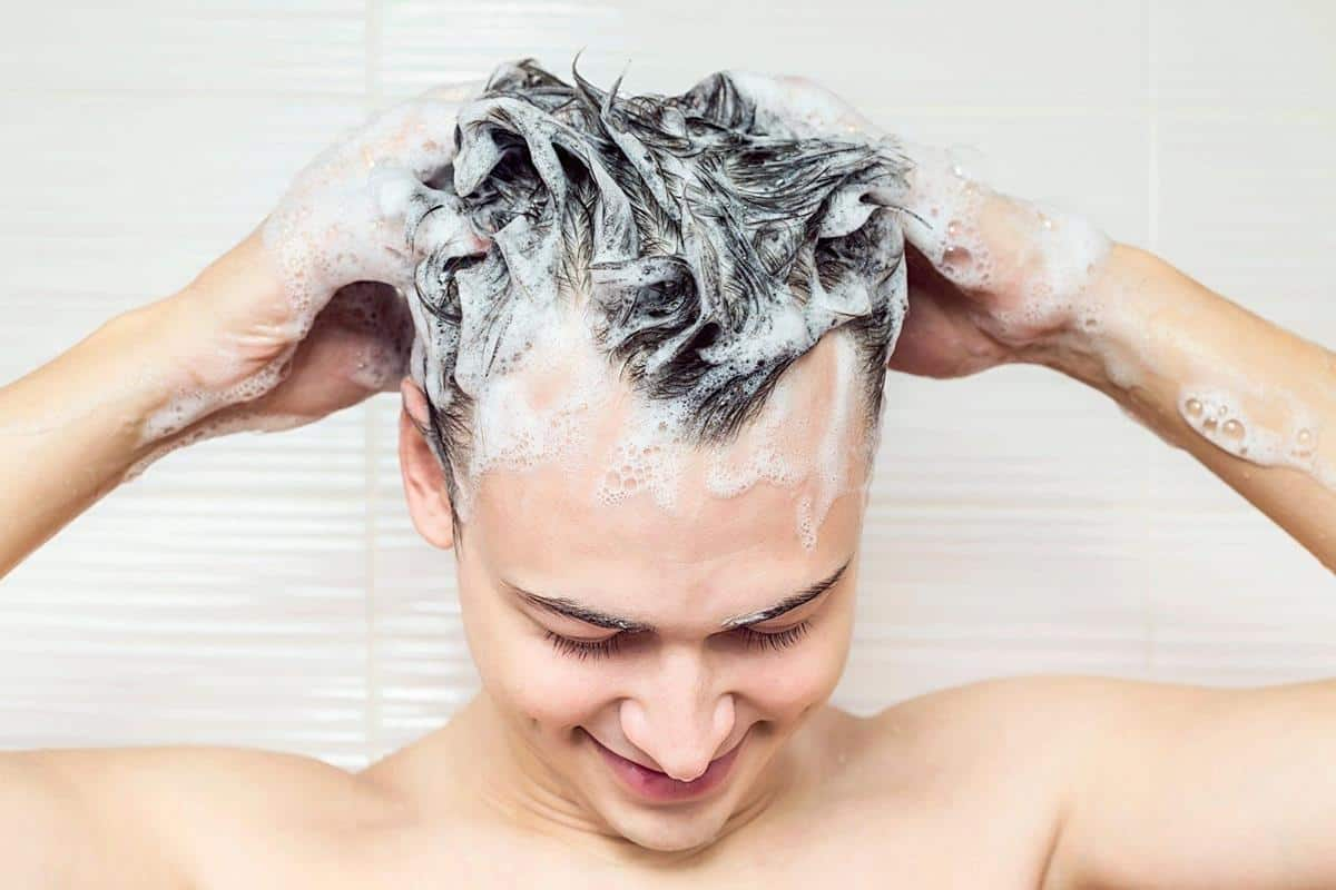 penyebab ketombe_Jangan Sering Mencuci Rambut Jika Berketombe