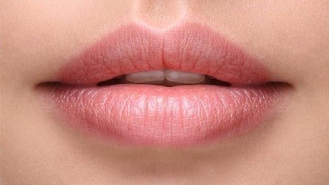 perbedaan lipstik jupon asli dan palsu_Mengencangkan Bibir Berkerut