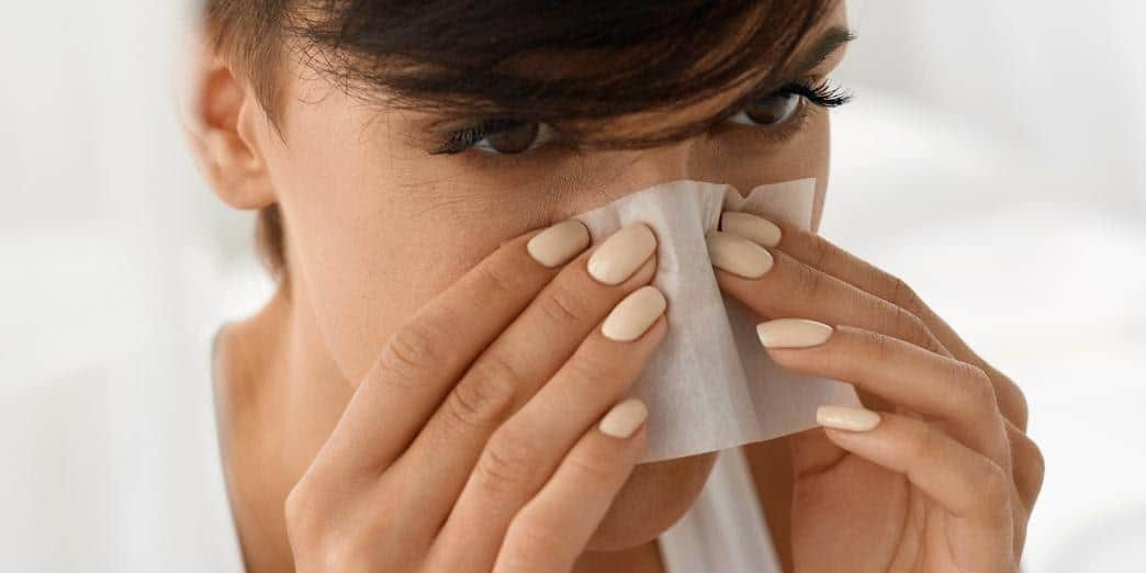 skincare routine untuk kulit berminyak_Gunakan Blotting Paper