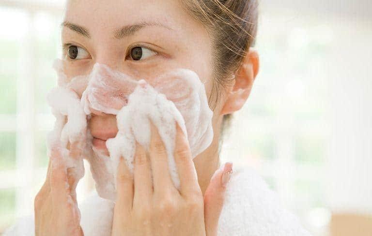 skincare routine untuk kulit berminyak_Jangan Tunda Mencuci Wajah Setelah Olahraga