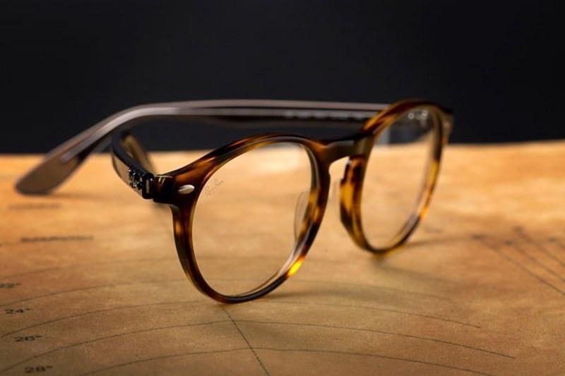 merk lensa kacamata_Ray Ban