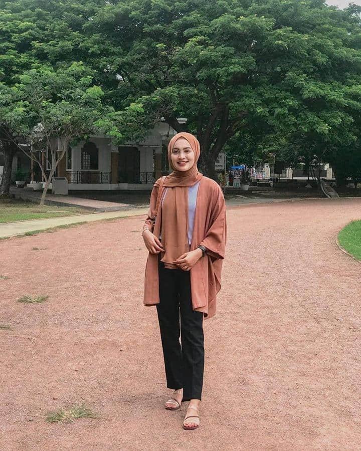model baju untuk buka bersama_Celana Bahan Warna Hitam dan Kimono Outer