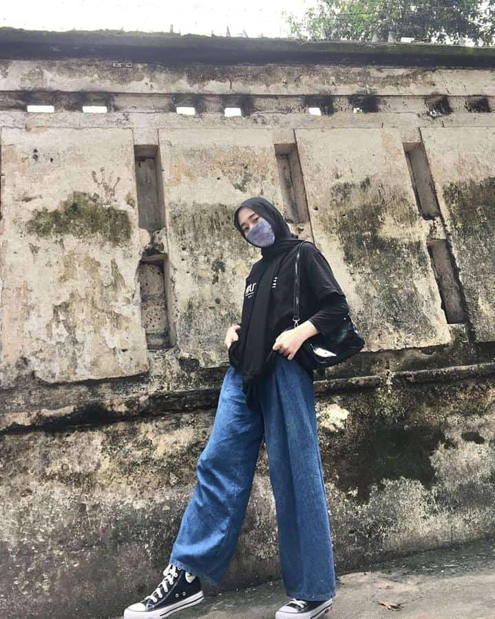 model baju untuk buka bersama_Kulot Jeans dan Oversized T-shirt Warna Hitam