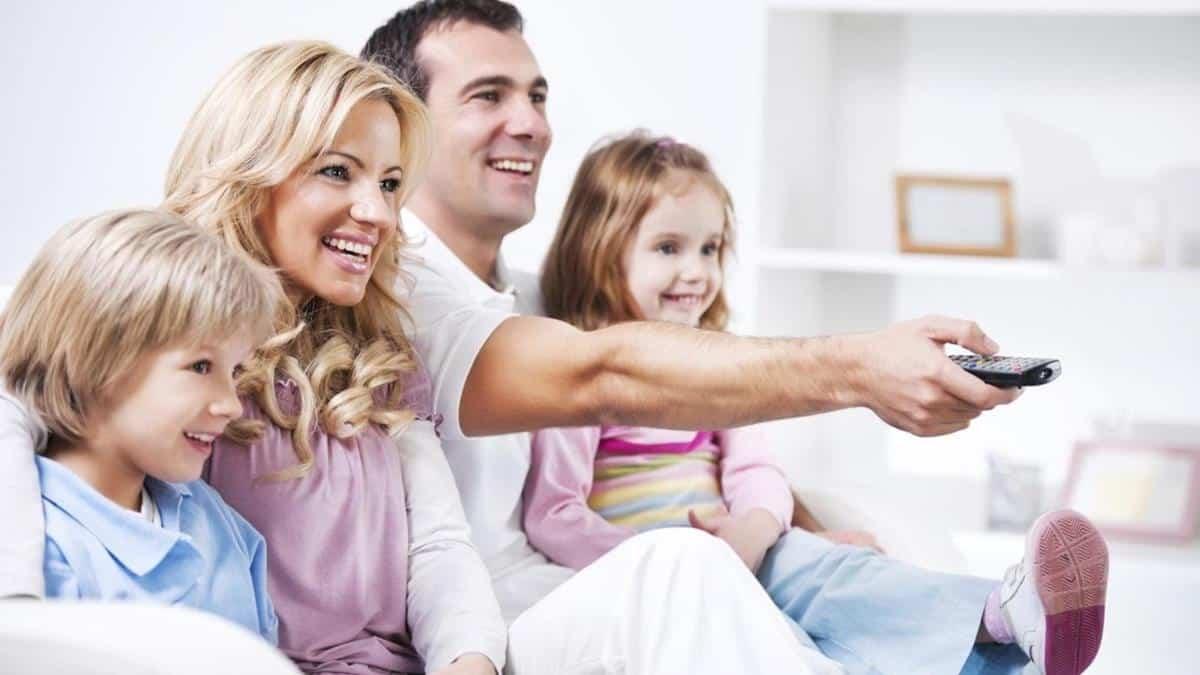 tanda tanda suami sayang istri dan anak_Selalu Meluangkan Waktu untuk Keluarga