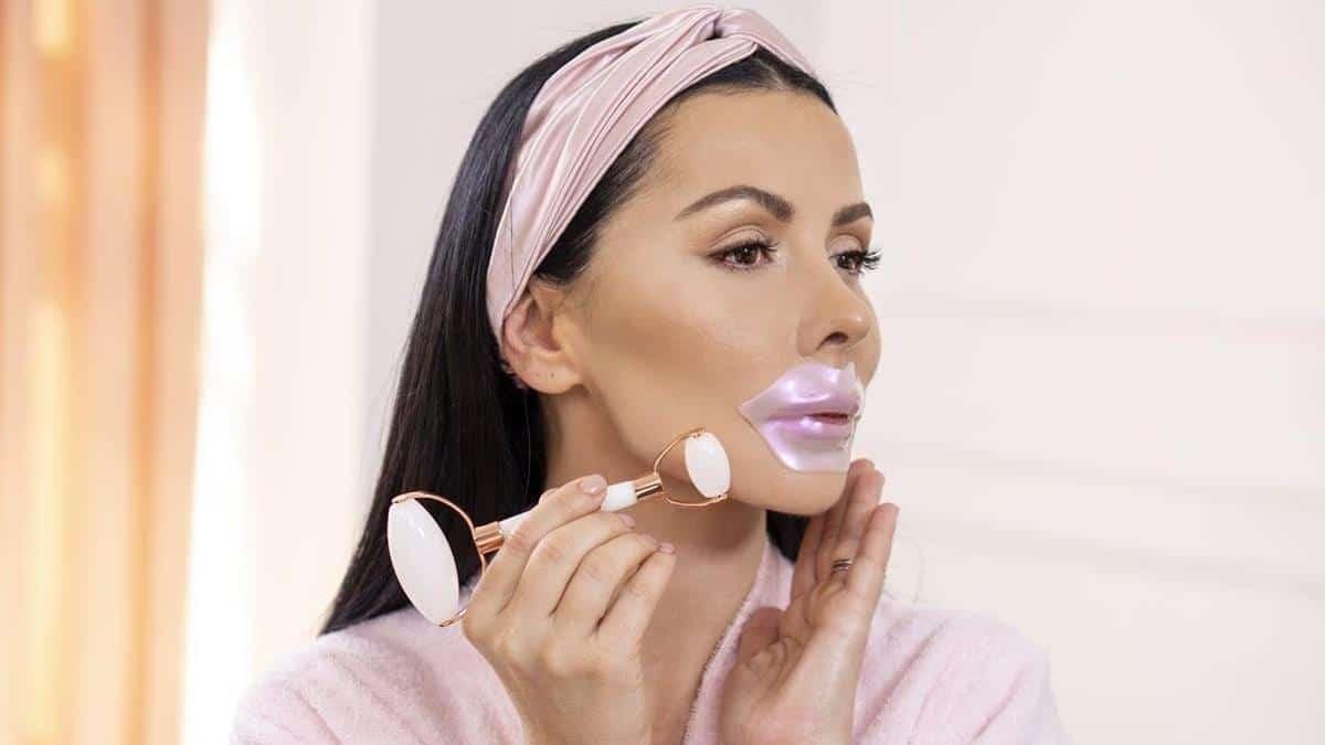 tips melembabkan bibir selama puasa_Memakai Lip Mask Sebelum Tidur