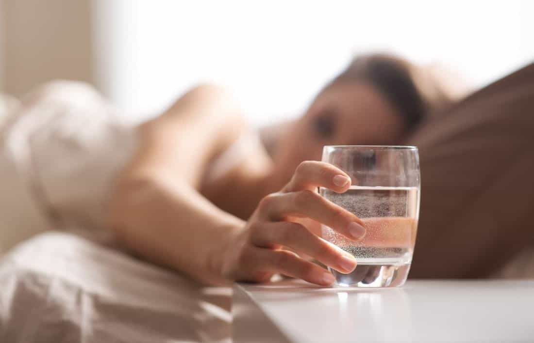 tips melembabkan bibir selama puasa_Tingkatkan konsumsi air