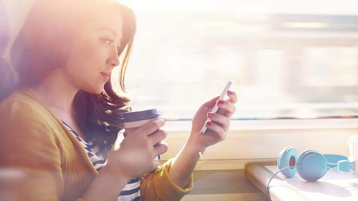 Cara Mengembalikan Mood Wanita Lewat Chat_Kirim Chat Berisi Tebak-Tebakan Lucu