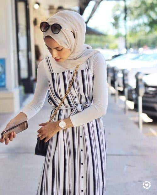 Model baju lebaran warna monokrom_ Maxi Dress Tanpa Lengan Motif Garis