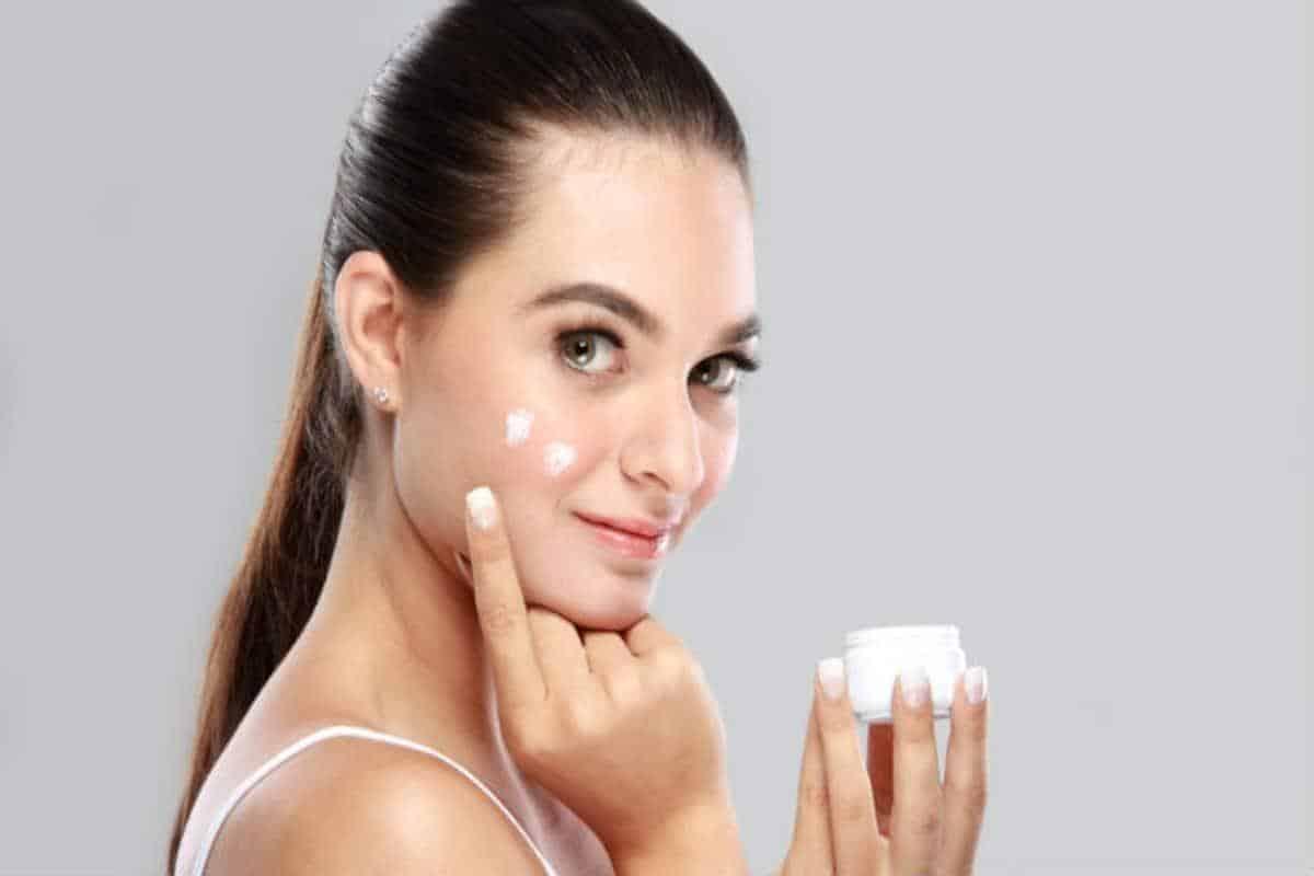 Tips Agar Makeup Tidak Mudah Luntur Di Hari Lebaran_Gunakan Moisturizer