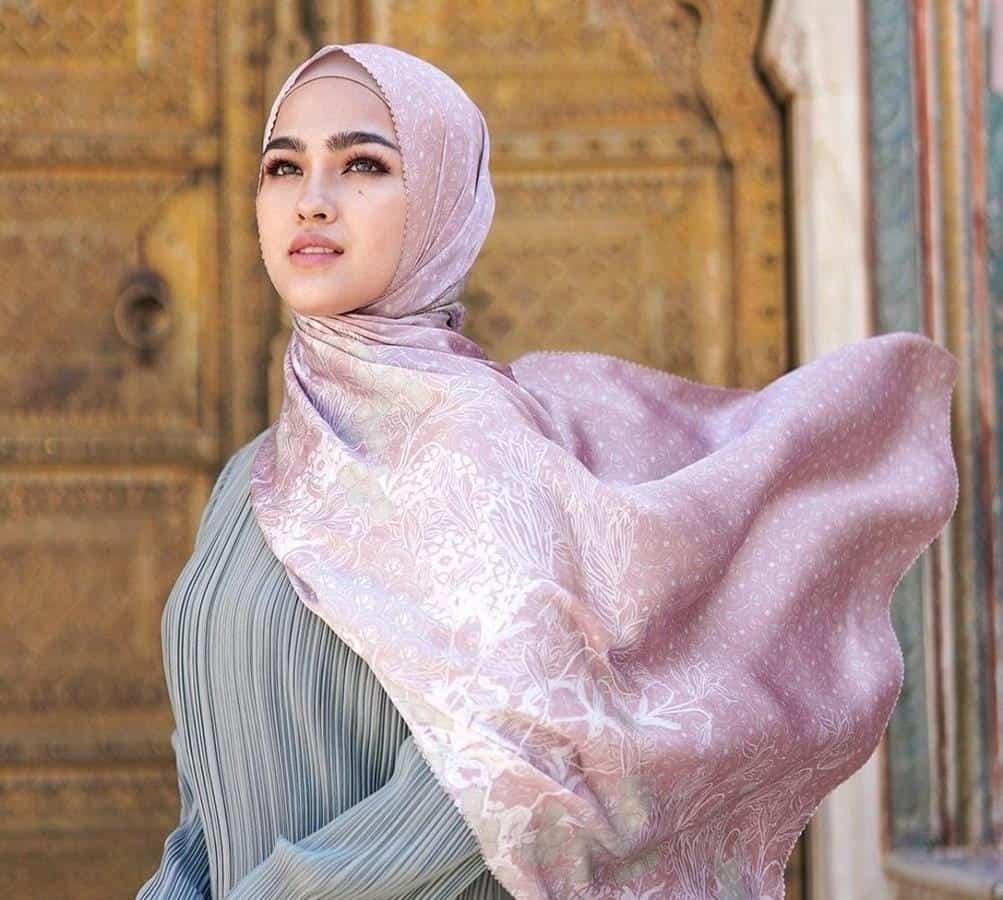 model hijab untuk lebaran_Tucked in Hijab