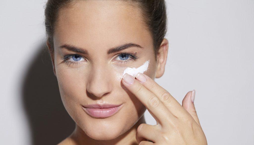 skincare routine untuk kulit kering_Wajib Gunakan Tabir Surya Setelah Menggunakan Pelembap