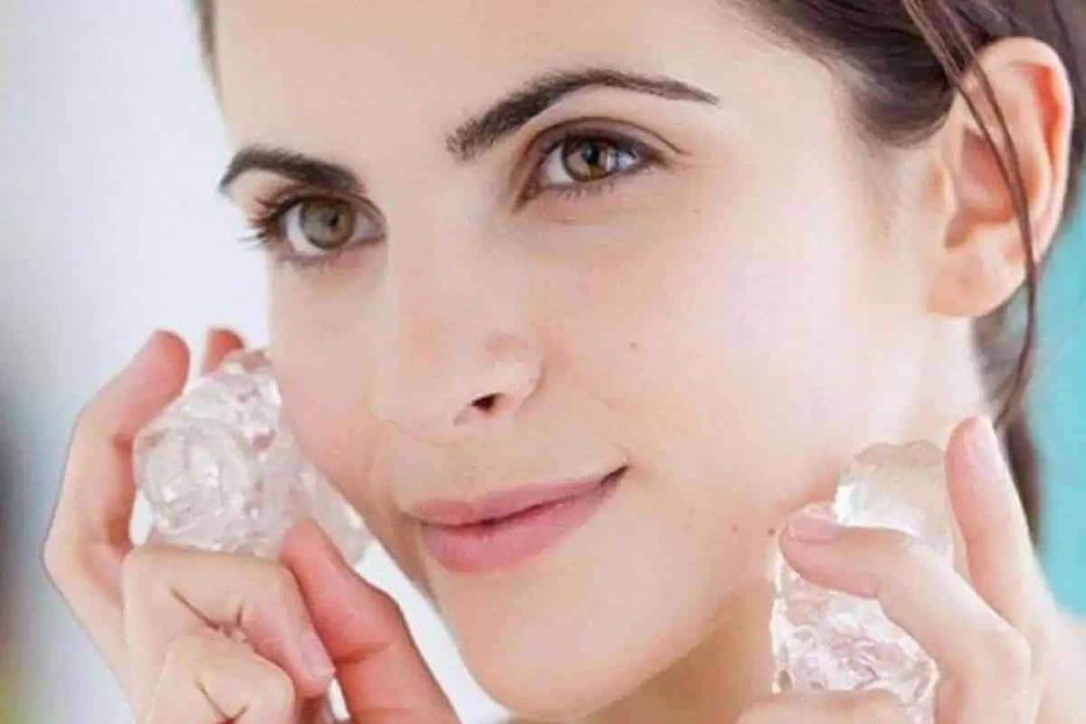 tips makeup anti luntur saat lebaran_Kompres Wajah Dengan Es Batu