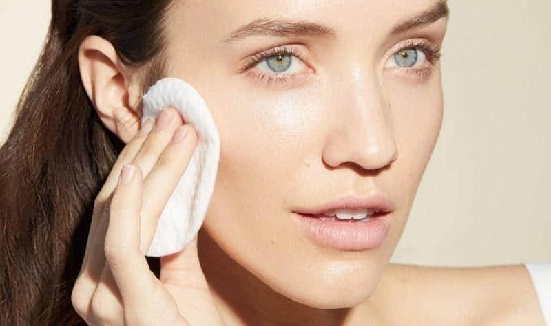 Kandungan Skincare yang Cocok untuk Kulit Kombinasi_Gunakan Toner yang Sesuai dengan Kondisi Kulit