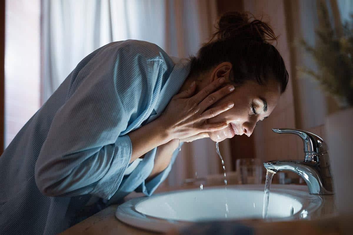 Kesalahan saat mencuci muka_Mencuci Muka Terlalu Sering