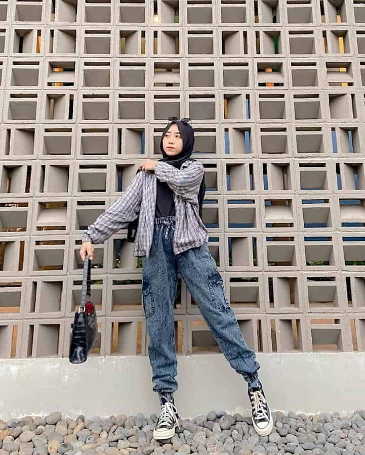 boyish style untuk hijabers_Ankle Puff Jeans Flannel Oversized