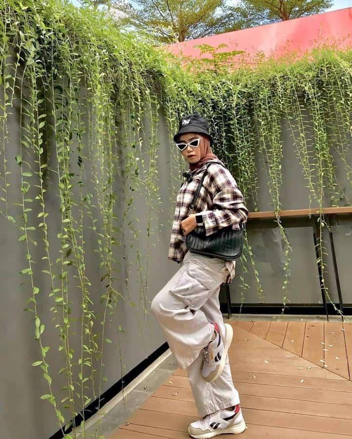 boyish style untuk hijabers_Flannel Cargo Pants