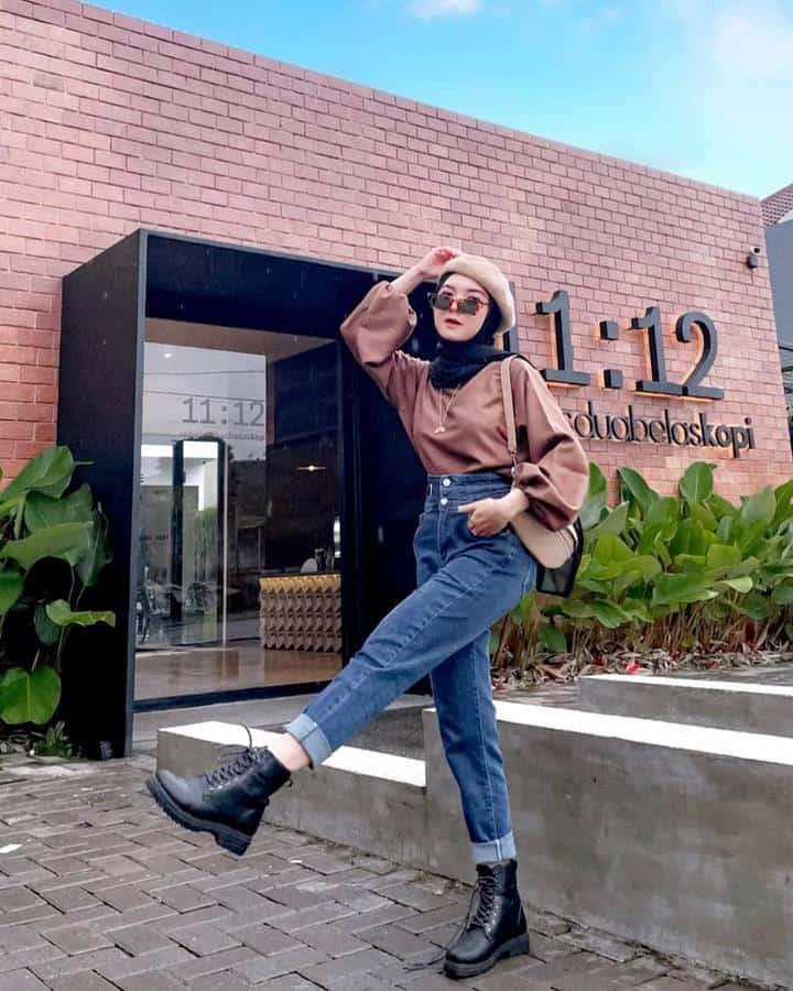 boyish style untuk hijabers_High Waist Boyfriend Jeans Combat Boots