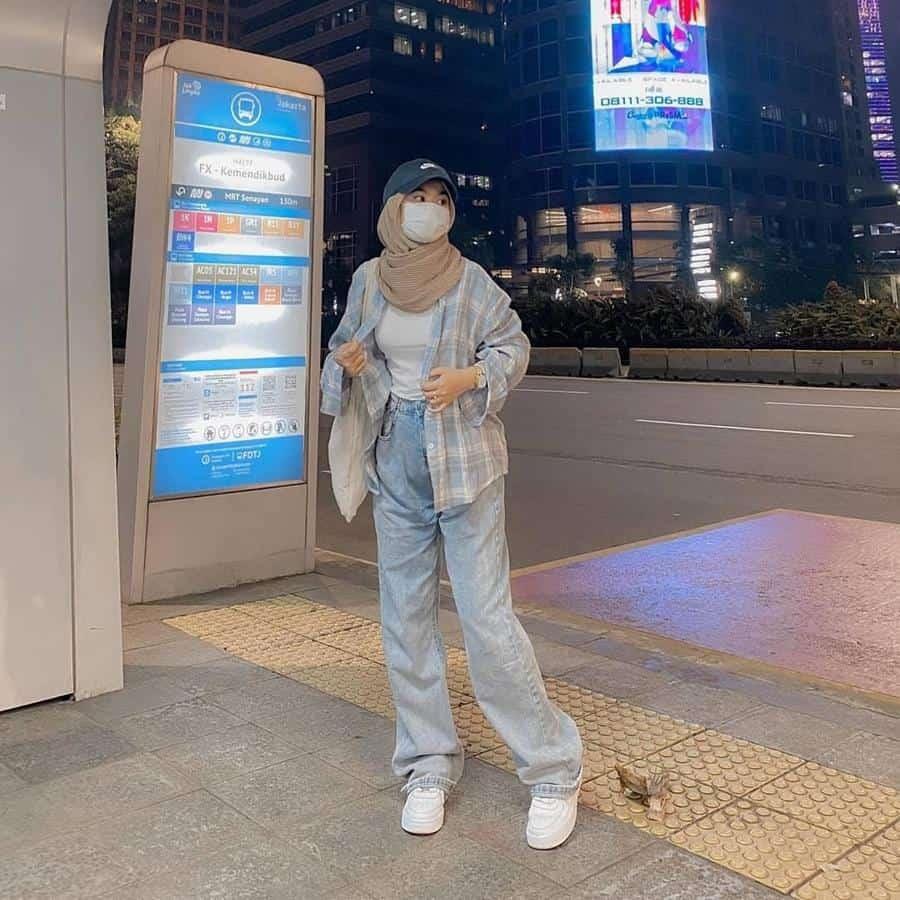 boyish style untuk hijabers_Kemaja Plus Tshirt dengan Oversized Jeans