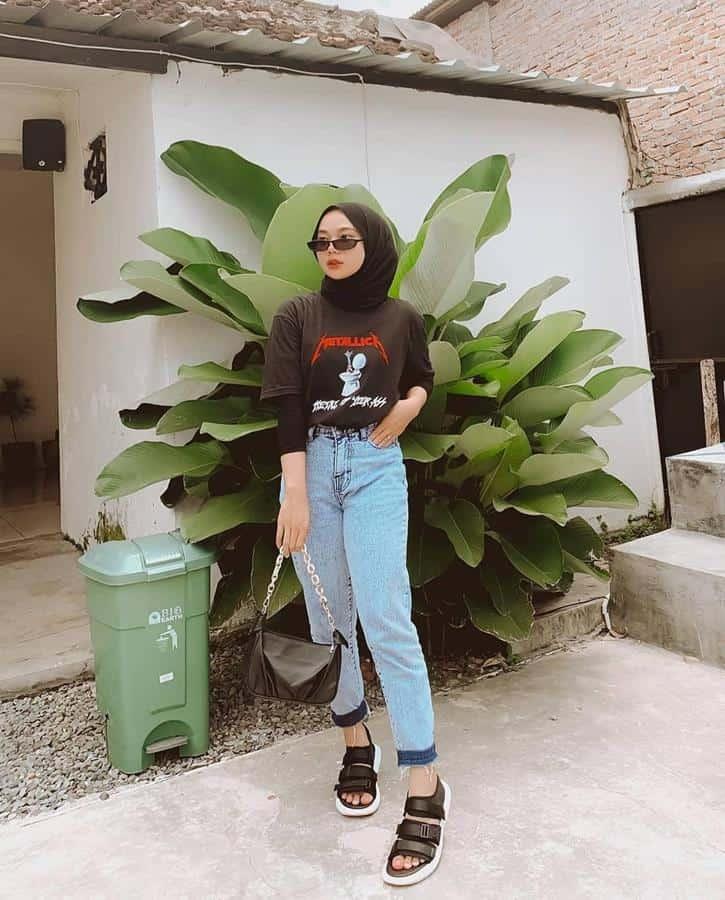 boyish style untuk hijabers_T-shirt Lengan Pendek dan Boyfriend Jeans
