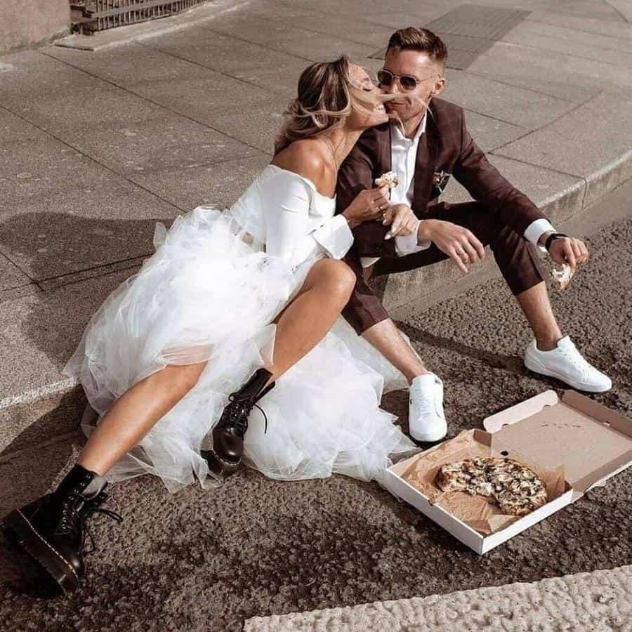 ide busana casual untuk prewedding_Paduan Unik Tutu Dress dan Boots dengan Setelah Tartan