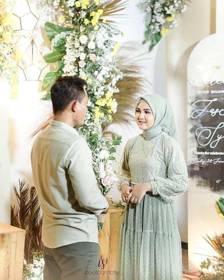ide busana lamaran untuk wanita berhijab_Anggun dengan Babydoll Dress Warna Mint