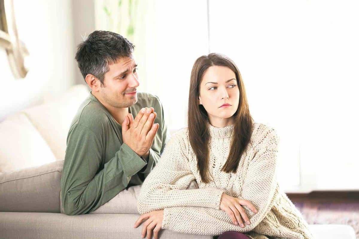 kebiasaan yang harus ditinggalkan saat pacaran_Gengsi Minta Maaf