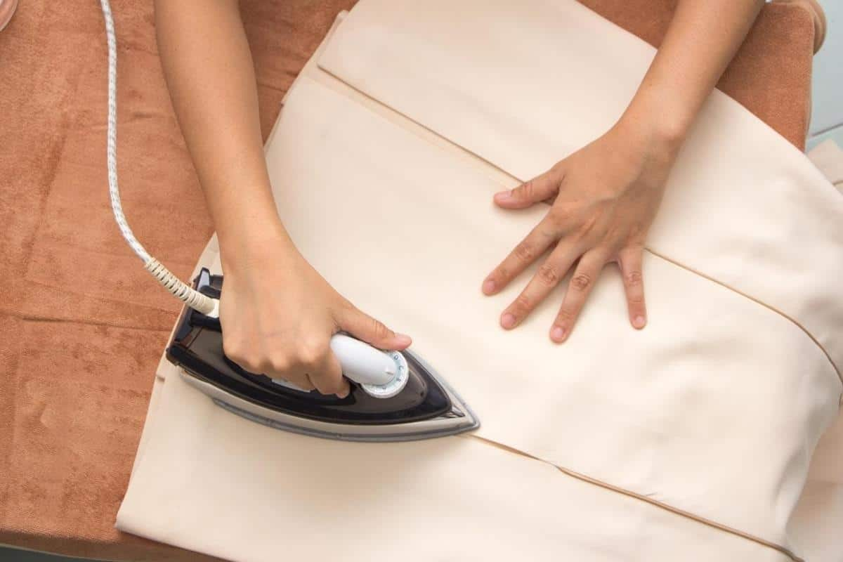 tips merawat rok plisket_Setrika dengan Hati-hati