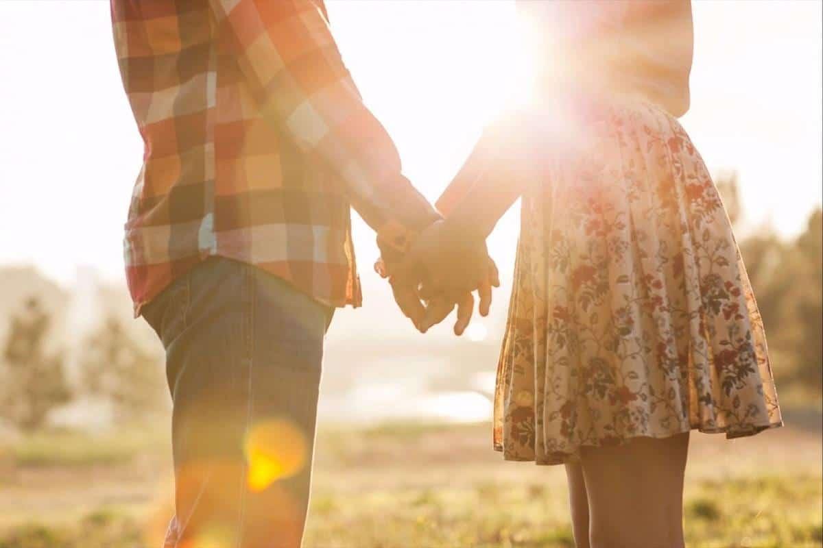 Tips hadapi pasangan yang kekanakan_Ajak Berdiskusi dan Tukar PIkiran