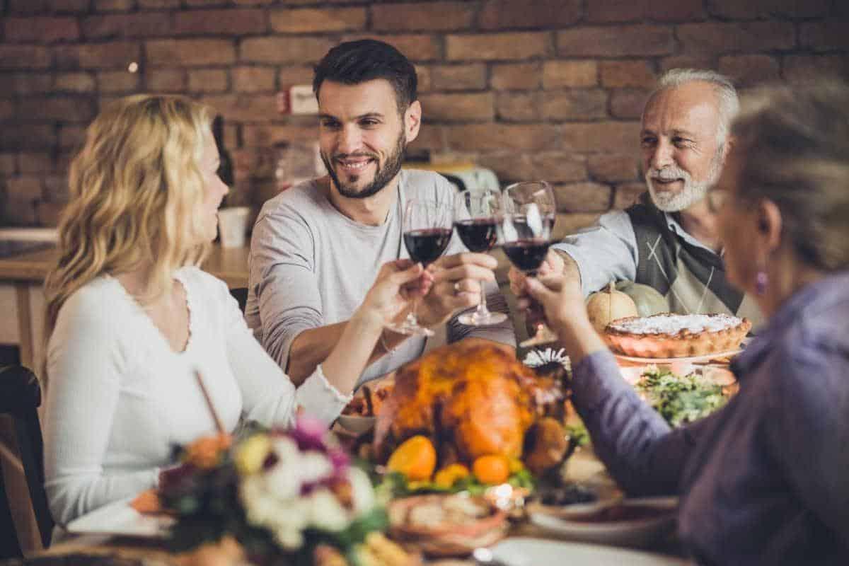 alasan pria takut menjalin hubungan_Memiliki Ketakutan Dengan Apa yang Keluarga Pasangan Pikirkan
