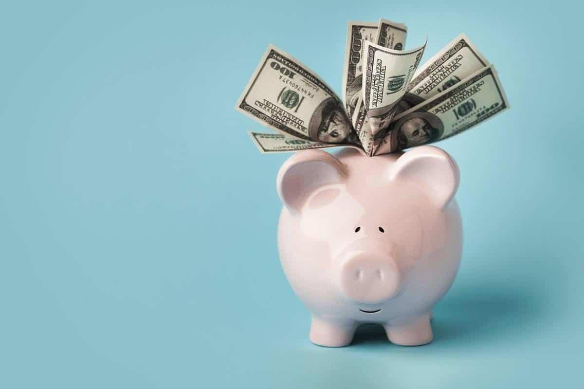 cara mengatasi masalah keuangan_Membiasakan Diri untuk Menabung