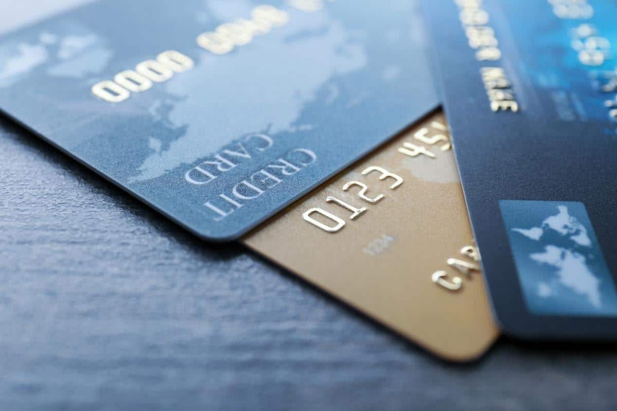 cara mengatasi masalah keuangan_Mengurangi Penggunaan Kartu Kredit