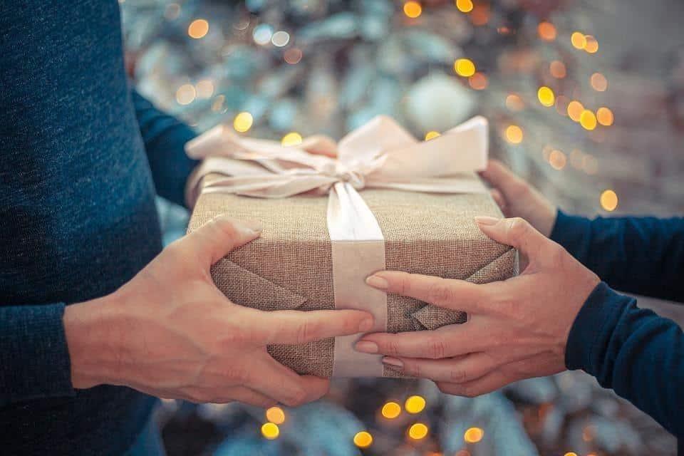 cara mengatasi saumi selingkuh jarak jauh_Kirim Hadiah yang Mengingatkan pada Keluarga