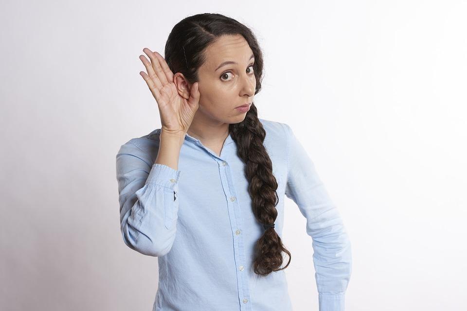 cara menghibur pacar yang sedang menangis_Jadi Pendengar yang Baik