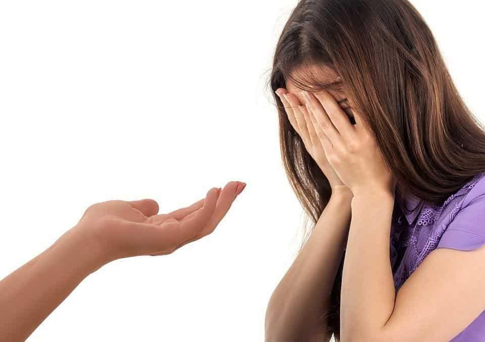 cara menghibur pacar yang sedang menangis_Tawarkan Bantuan