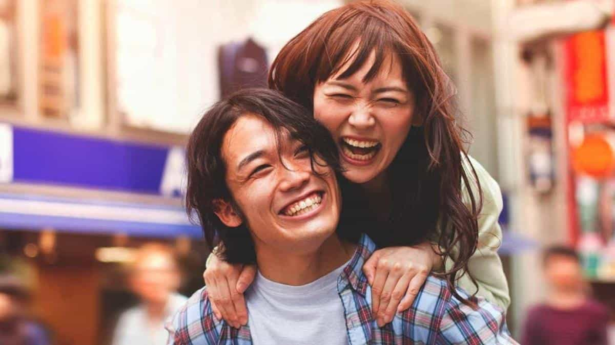 ciri-ciri pria jatuh cinta_Berusaha untuk Membuat Kamu Tersenyum dan Bahagia